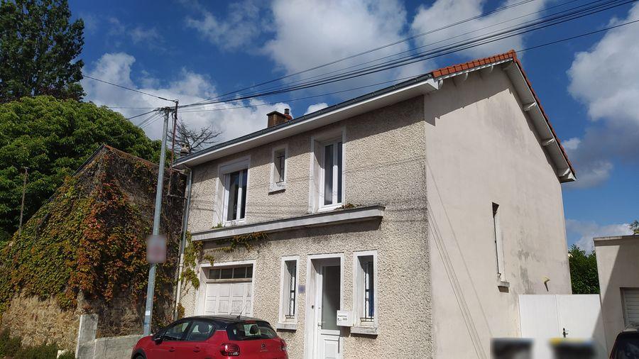 Estimatif du montant des travaux de surélévation et de rénovation d'une maison à Nantes.