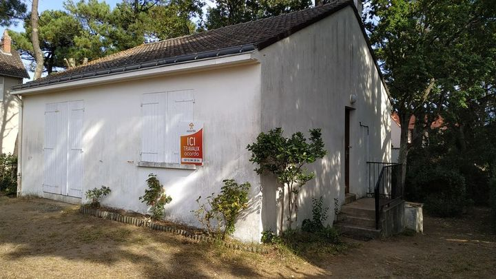 Panneau de démarrage des travaux de surélévation et rénovation complète d'une maison à Saint Michel Chef Chef près de Nantes